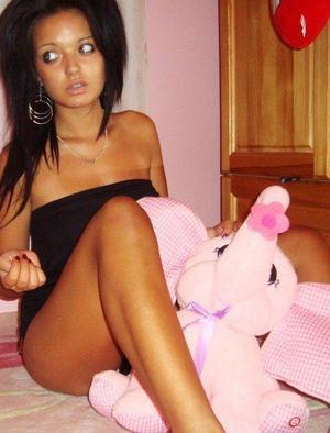 Ella from Artesia, New Mexico is looking for adult webcam chat