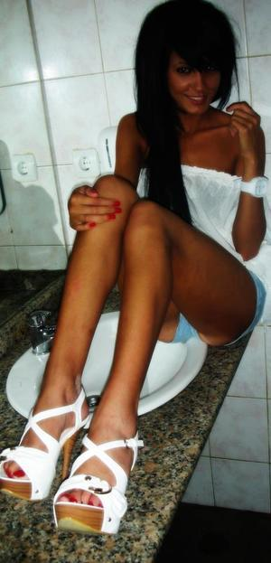 Leonie from Orleans, Vermont is looking for adult webcam chat